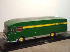Transporter Team Lotus 1967 - Spark S0287 - 1:43 in Box *36471