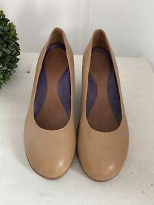 Crocs A-Leigh Closed Toe Leather Wedge Tan 7.5 14700 (EUC) Tan/Brown