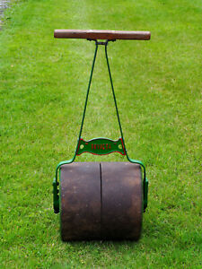 ANTIQUE, CAST IRON GARDEN ROLLER.  Collection Only