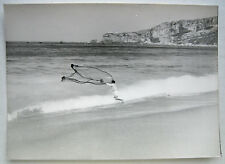 PHOTO ARGENTIQUE 1955 PECHEUR A PIED AU FILET MER BRETAGNE  j302