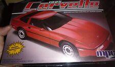 MPC 1985 CHEVY CORVETTE 1/25 FS Model Car Mountain KIT 1-3727 ANNUAL 2n1