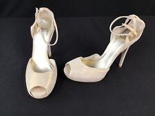 Stuart Weitzman Stout Cream Leather Peep Toe Sandals Size 8M  K355/