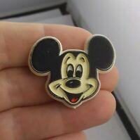 Vintage MICKEY MOUSE Disney Plastic  pin button pinback *kk