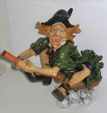 Hexe, 25cm, fliegende Hexe auf Besen, Halloween Deko, Kunststein, 25x25x17cm