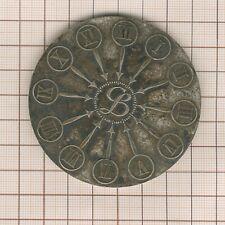 grande médaille énigmatique horloge à 12 aiguilles rdv à Saint Lazare 1969