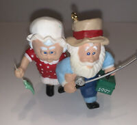 HALLMARK 1997 THE CLAUSES ON VACATION #1 SERIES CHRISTMAS ORNAMENT CUTE