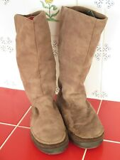 LADIES ECCO BOOTS - SIZE 3-4 Lovely Comfy Style