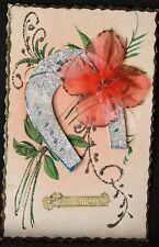 Carte postale : fleurs en tissus, paillettes et fer à cheval