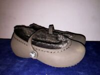CROCS Fur Lined Nearly NEW Brown Clogs Mary Janes Girls Toddler Shoes Sz 6 7