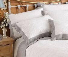 bord Floral Blanc Gris Brodé Coton Matelassé Housse de coussin 50 cm x 75cm