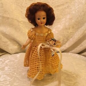 VINTAGE 1930'S  DOLL! OPEN CLOSE EYES CROCHETED DRESS HAT BOUQUET + HEART STAND