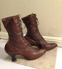 Antique 1920s Leathers Ladies Boots With Louis Heel with Miniature Broguin