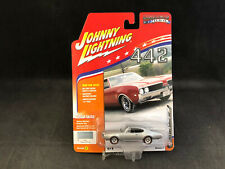 Johnny Lightning Muscle Cars USA 1969 Olds Cutlass 442 1:64 Scale  NIB