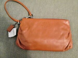 COACH $98 Style #42647 SV/TG Large Soft Tangerine Leather Top Zip Wristlet NWT