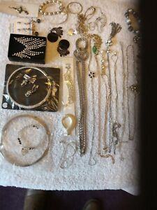 Vintage jewellery mixed lot.30 items.  Diamanti And Pearls.