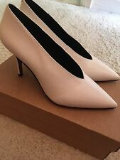 **URBAN OUTFITTERS** V Front Celine Pumps Heels Shoes