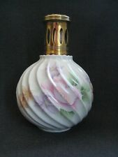 Lampe Berger en porcelaine de Limoges torsadée à décor floral