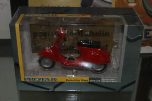 Vespa scooter 125 Red 1/9th Protar by Italeri SPA
