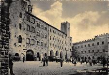 3804) VOLTERRA (PISA) PIAZZA DEI PRIORI, ANIMATA. VIAGGIATA NEL 1954.