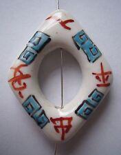 En porcelaine blanche 50mm Diamant Donut Pendentif Perles Symbole chinois bleu