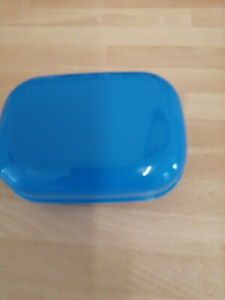 SOAP BOX DISH WITH SECURE LID COLOUR BLUE