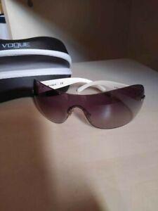 occhiali da sole marca Vogue a mascherina