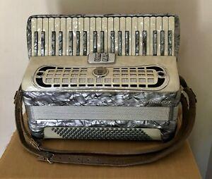 Vintage Italian Stradavox Accordion With Case - Very Nice Condition