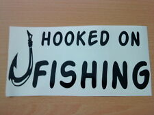HOOKED On Fishing Tackle Box Vinile Auto Barca Van Adesivo shop sign Esche Fly Reel