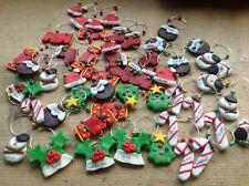 Un árbol de Navidad Vino Vidrio encanto Sombrero Holly Candy Medias Muñeco De Nieve Galleta