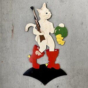1940er Mertenskunst: Nackter gestiefelter Kater mit Gewehr 25cm Märchenholzbild