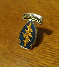 Airborne Di insignia lapel hat Sword & Lightning bolts pin Korean war Vietnam