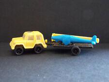 Jouet kinder Voiture jaune avec remorque avion bleu K95 43 France 1994