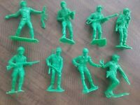 Vintage Lot of 8  Large Green Army Men Plastic Soldiers / Marx - Unmarked