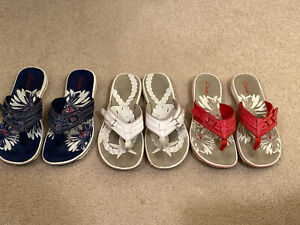 Clarks Flip Flops 3 Pair Size 9 Red White Blue