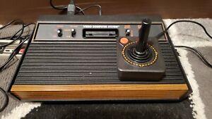 Atari 2600 w/joystick & 17 Games