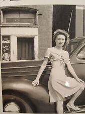 ANTIQUE COCA COLA SIGN WW2 ERA 1944 AMERICAN BLONDE GIRL BEAUTY AUTO SHOT PHOTO