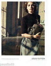 PUBLICITE ADVERTISING 116  2013  Louis Vuitton sac invitation au voyage Louvre