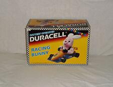 Coniglio rosa mascotte DURACELL RACING BUNNY su monoposto Formula 1