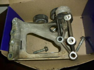HOLDEN COMMODORE 5.7 LS1 V8 AIR CONDITIONING A/C COMPRESSOR BRACKET MOUNT +BOLTS