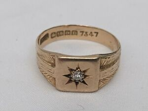 Antique gents 18ct gold signet ring with small diamond. 5.6 grams. Size R 1/2.