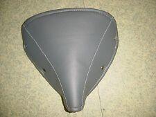 pieces motobecane. couvre selle mobylette , couleur grise