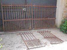 3 M 50 X 113 cm, ensemble d'ancienne cloture en fer plat riveté, grille