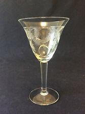 Verre à vin H 14,8cm en cristal gravé de Bohême 1960