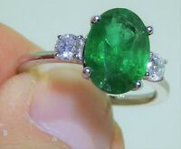 18CT WHITE GOLD 2.5CT EMERALD  0.35CT DIAMOND 3 STONE ENGAGEMENT RING