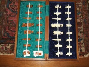 AMAZING DETAIL VINTAGE HAND CARVED IVORY COLORED&BROWN CHESS SET W/WOOD GAME BOX
