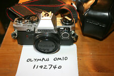 Olympus OM10 35 mm SLR Film Camera Body avec manuel de vitesse Adaptateur et boîtier