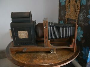 Horizontal wooden enlarger for plate camera