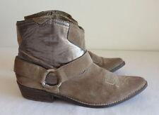 Siren Solid Suede Women's Boots