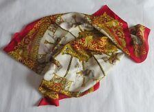 Foulard  «  Zara «  carousel de chevaux en polyester – beige, rouge, bleu et or