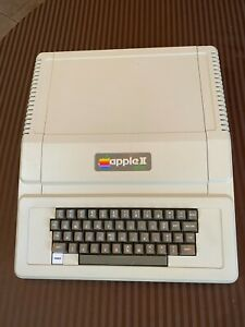 Apple II PLUS II+ Computer with 48K Memory - Clean, tested and working!